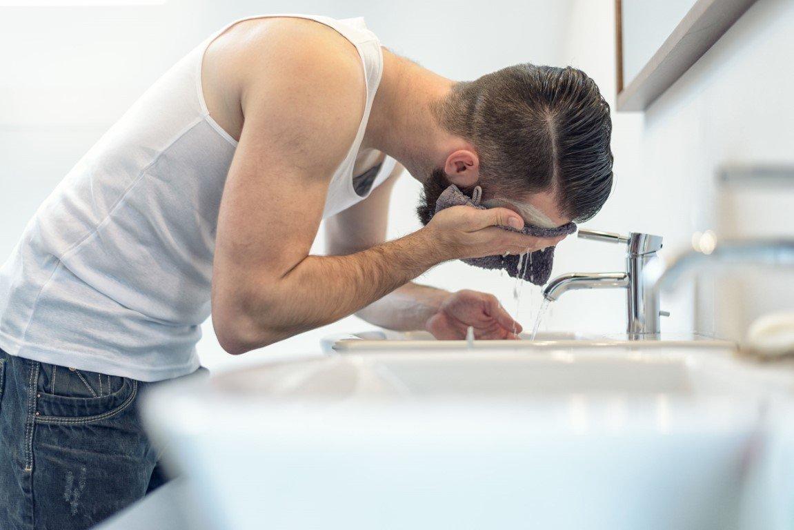 Gezicht reinigen man